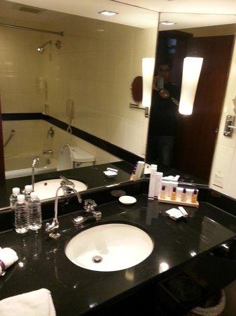 Baolong Hotel Shanghai: Bathroom