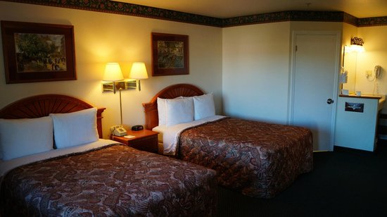 GreenTree Inn: Chambre 2 queen beds