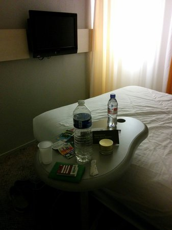 Ibis Styles Paris Bercy : Small complimentary bottle if Evian water every day