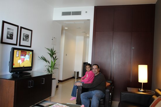 Four Points by Sheraton Sheikh Zayed Road, Dubai: living room