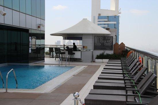 Four Points by Sheraton Sheikh Zayed Road, Dubai: Swimming pool