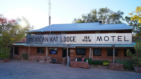 Mexican Hat Lodge and Swingin Steak: Vue extérieure