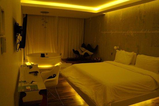 Be Playa Hotel: Suite junior n°303 - by night