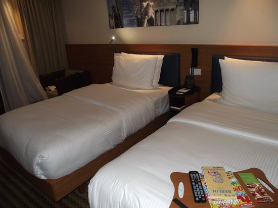 Hampton by Hilton Berlin City West: Twin Beds