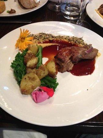 Fiddlesticks Restaurant & Bar: Lamb shoulder at Fiddlesticks