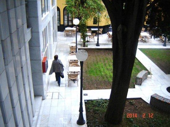 Hotel San Gil: Tuin en binnenplaats hotel