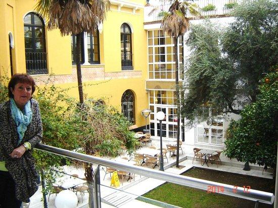 Hotel San Gil: Binnenkoer van hotel