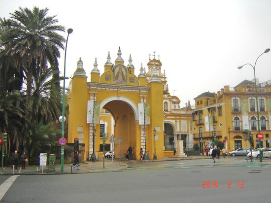 Hotel San Gil: Macarena Poort