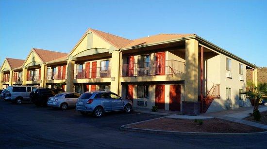 America's Best Inns & Suites: Vue extérieure