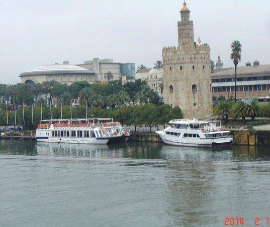 Hotel San Gil: Torre de Oro aan Guadalquivir