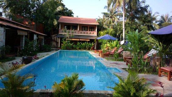 Lan Anh Garden Resort: Small pool but OK