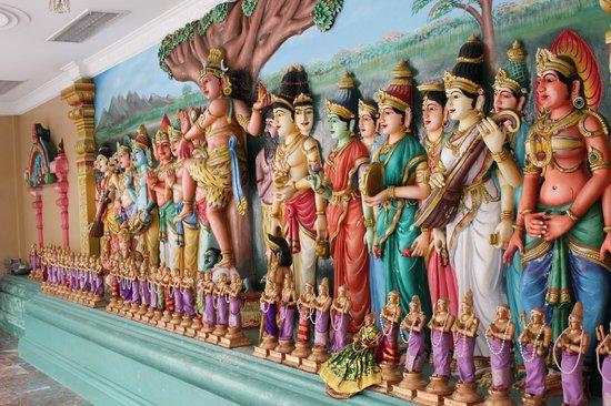 Sri Maha Mariamman Temple : Внутри красиво