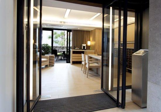 Eaton Residences, Wan Chai Gap Road: Lobby