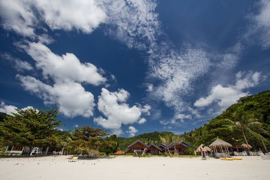 Candle Hut Resort: пляж