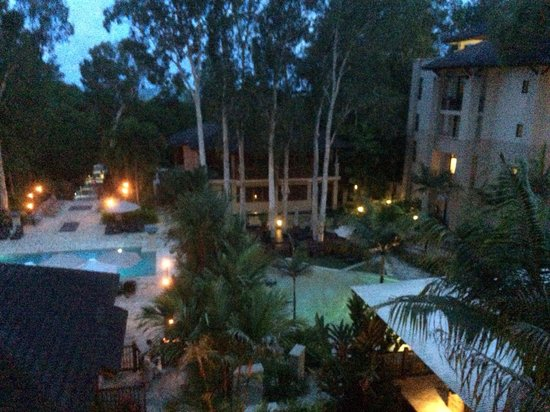 Pullman Palm Cove Sea Temple Resort & Spa: Pool area view from room.