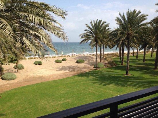 The Chedi Muscat – a GHM hotel : Blick von Suite 1105 zum Strand