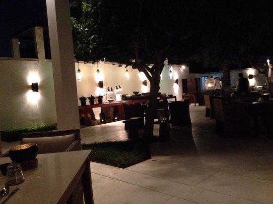The Chedi Muscat – a GHM hotel: Buffet im Arabic Court