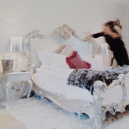 Gorvalns Slott: Skön säng...