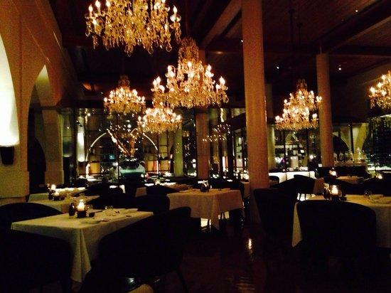 The Chedi Muscat – a GHM hotel: Stimmungsvolles Restaurant mit Top-Küche
