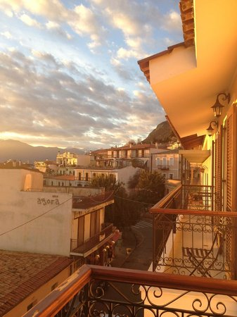 Fedriades Delphi Hotel: the view of beautiful sunset of the delphi from our balcony