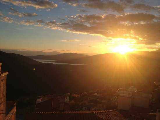 Fedriades Delphi Hotel : the view of beautiful sunset of the delphi from our balcony