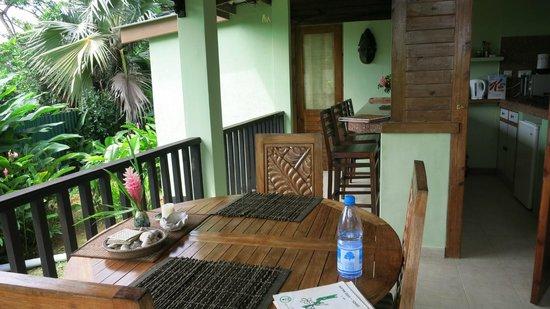 Maison Soleil : balcony/kitchen