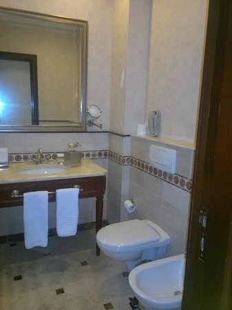 Le Patio Boutique Hotel: Suite bath