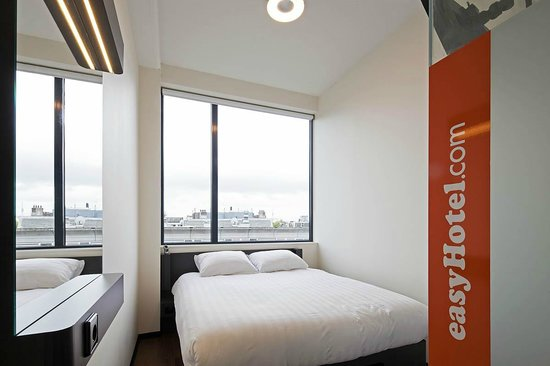 easyHotel Amsterdam City Centre South : Room