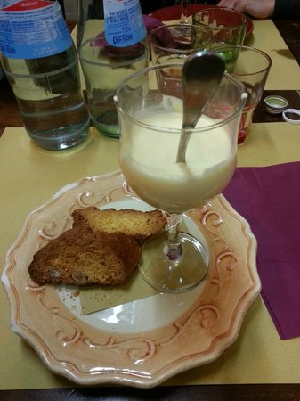 Osteria Numero Uno: Bavarese con Grand Marnier e Cantuccini
