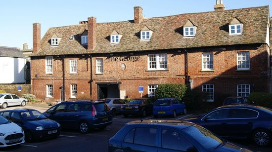 The George Hotel: Rear Entrance & Car Park