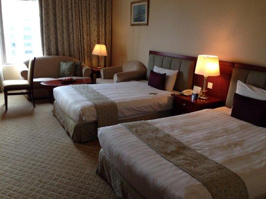 Evergreen Laurel Hotel : Twin bed. Beds v big