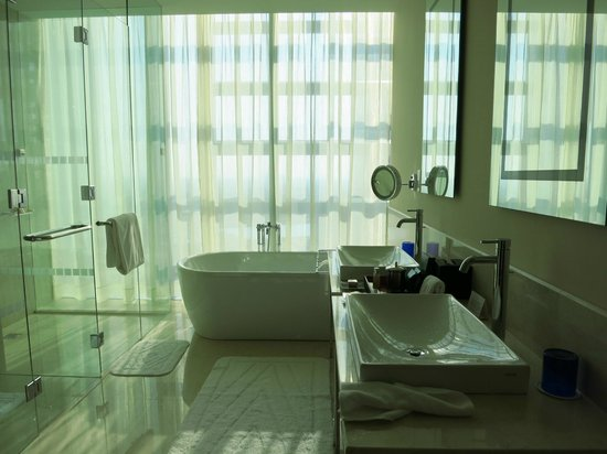 The Oberoi, Dubai: bathroom