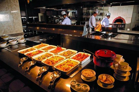 Swissotel Grand Efes Izmir: Cafe Swiss Brunch