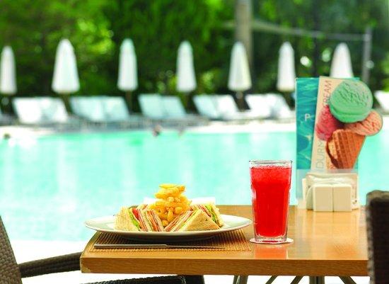 Swissotel Grand Efes Izmir: Pool Bar