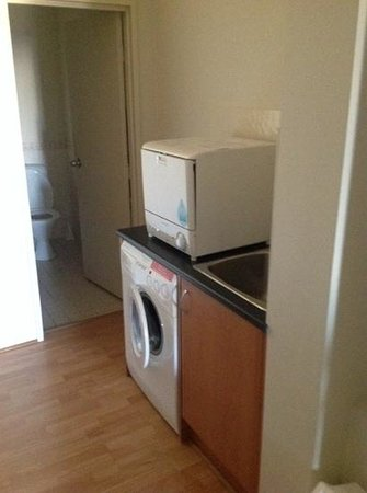 All Suites Perth: washer dryer