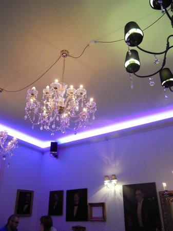 Café Kalwil Berlin: lampadari di cristallo