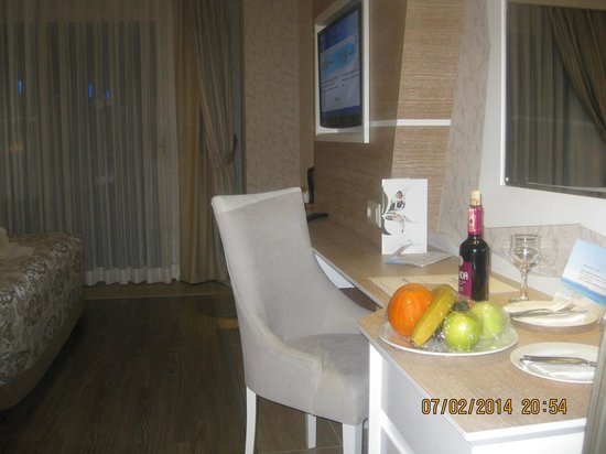 Crystal Sunset Luxury Resort & Spa: Zimmer