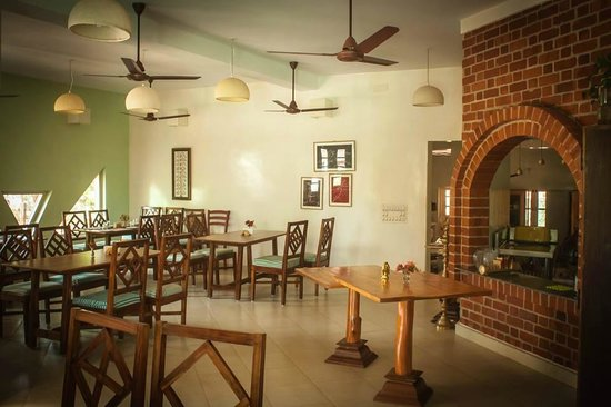 Inn Pondiville: Yummy, homemade meals here...