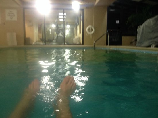 Holiday Inn Express Alcoa (Knoxville Airport): Indoor pool complex with view of fitness center