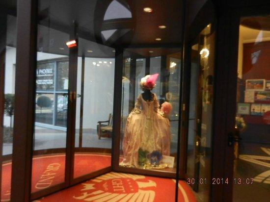 Grand Hotel Trento: Entrance door