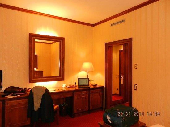 Grand Hotel Trento: View of room inside