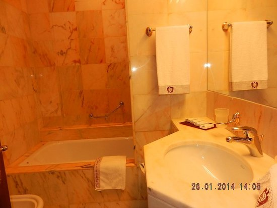 Grand Hotel Trento: Bathroom