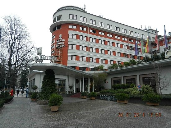 Grand Hotel Trento: View of the Hotel from outside