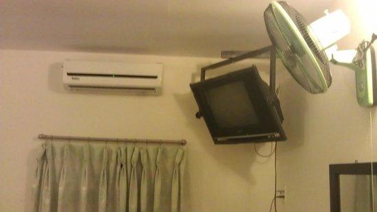Ngan Tuan Hotel: Неплохой кондиционер + вентилятор