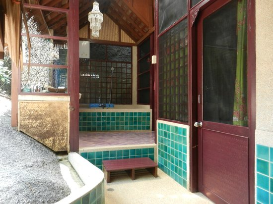 Charm Churee Villa: The bathroom