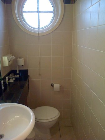 Mercure Burton Upon Trent Newton Park: Bathroom