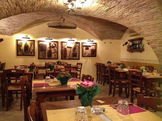 Taverna Pane e Vino: Il locale, sala principale
