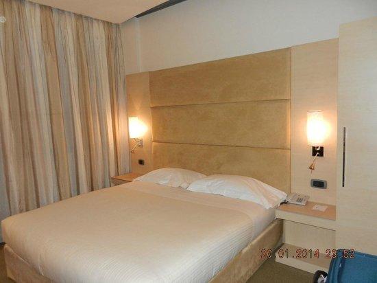 Hotel Expo Verona: Bed