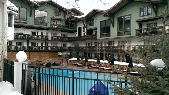 The Lodge at Vail, A RockResort: Outdoor heated pool and hot tubs
