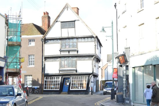 The King's Mile: Wonky house